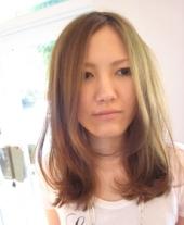 ナチュラル(ノンパーマ)~顔周りの短い髪と下の髪を別々にホットカーラーで巻くことで、2段階で小...