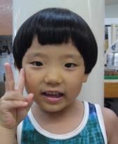 メンズ~前髪をパッツンと切って三角形にざっくっと切り込みました☆