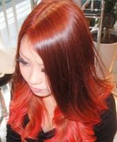 巻き髪~ワインレッドのカラーをベースにレッドをグラデーションしました 個性...